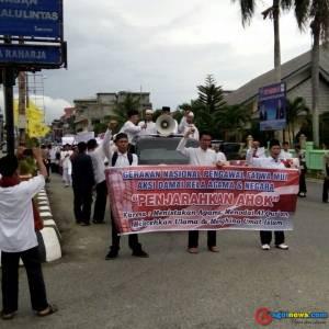 Saat Fatma MUI Bengkulu Selatan melakukan Unjuk rasa Depan Kantor DPRD Bs