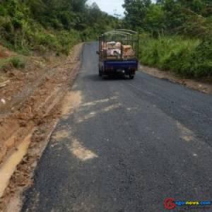 Pembangunan jalan hotmix