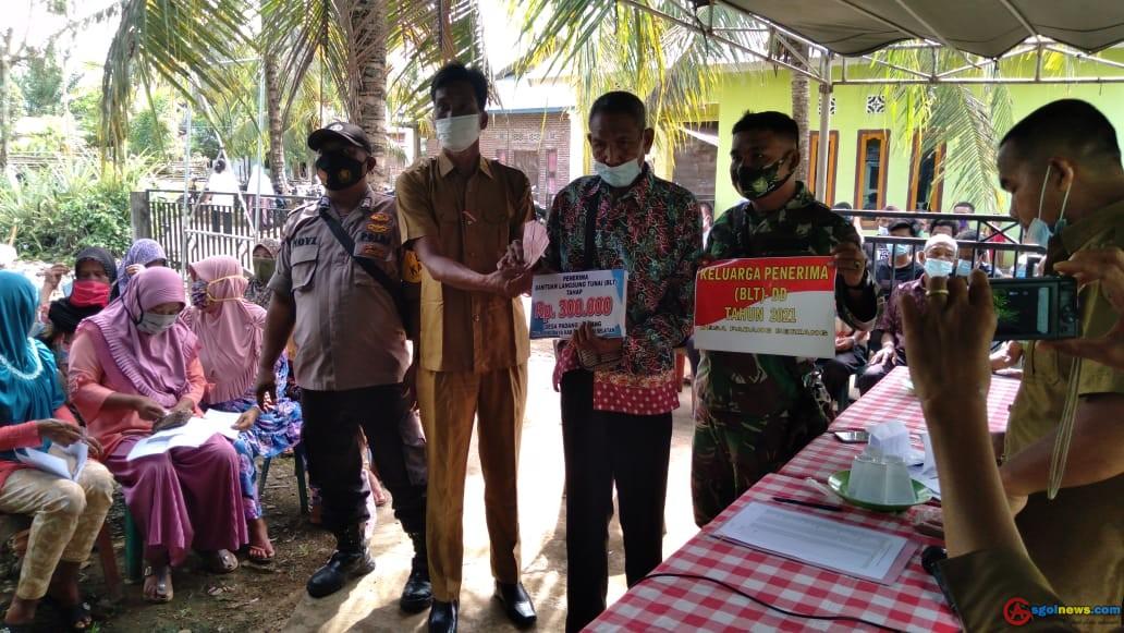 Desa Padang Beriang Menyalurkan Bantuan BLT DD Tahun 2021