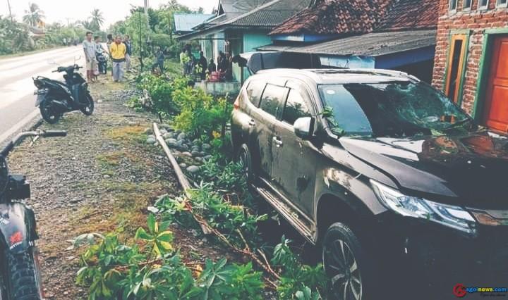 """""""SELAYAUAN"""" Pejero Sport Hantam Rumah Warga Padang Burnai"""