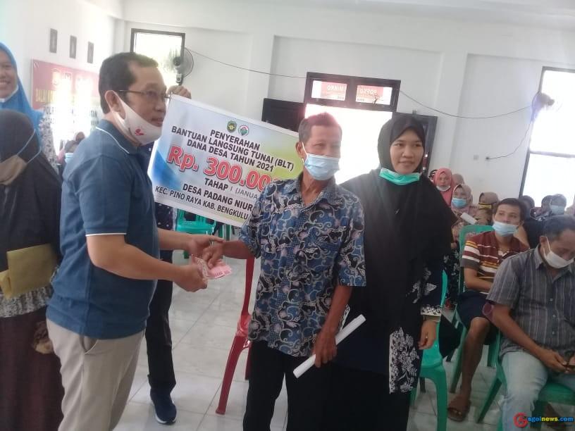Pemdes Padang Niur Salurkan Bantuan BLT DD Tahap Pertama